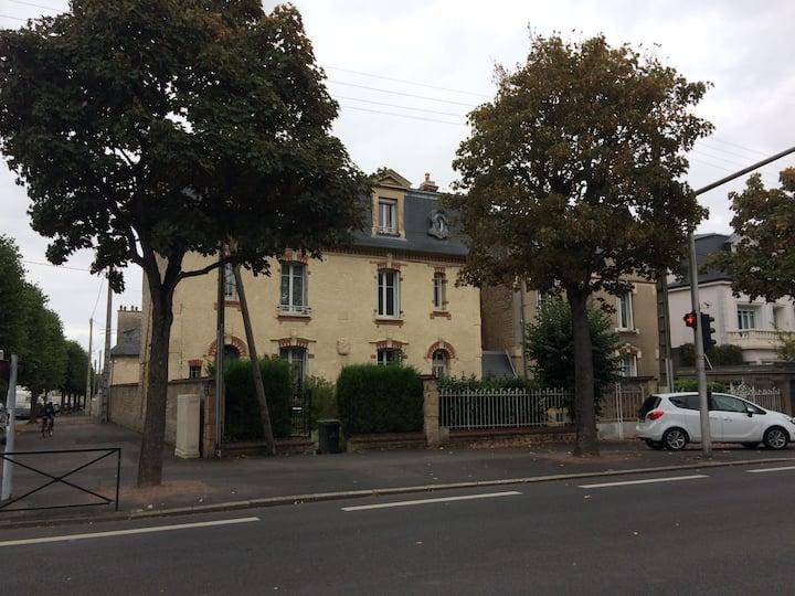 Chambre quartier rue de Falaise, Ste Thérèse