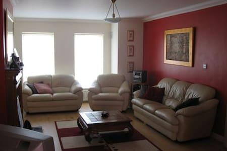 double room in house west dublin - Dublin - Casa