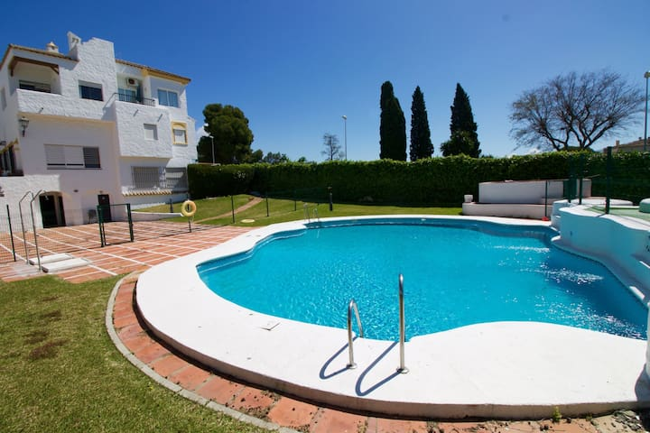 Vista Hermosa swimming pool private terrace aparcamiento by Lightbooking