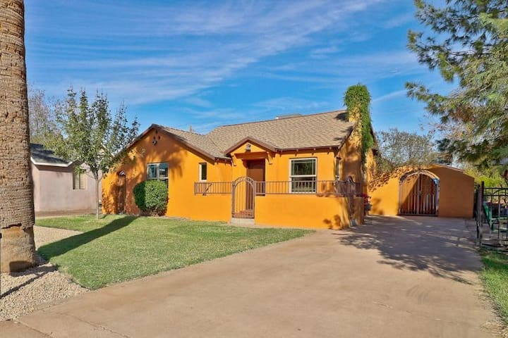 DOWNTOWN PHX CASITA★WIFI★KING BED★PRIVATE★HISTORIC