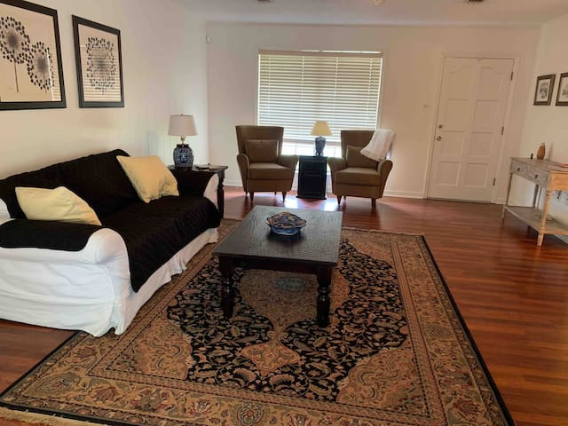 LOCATION! Minutes from LSU, hospitals, & shopping!