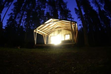 Теплый уютный шатер на берегу озера - Zelenaya Roshcha