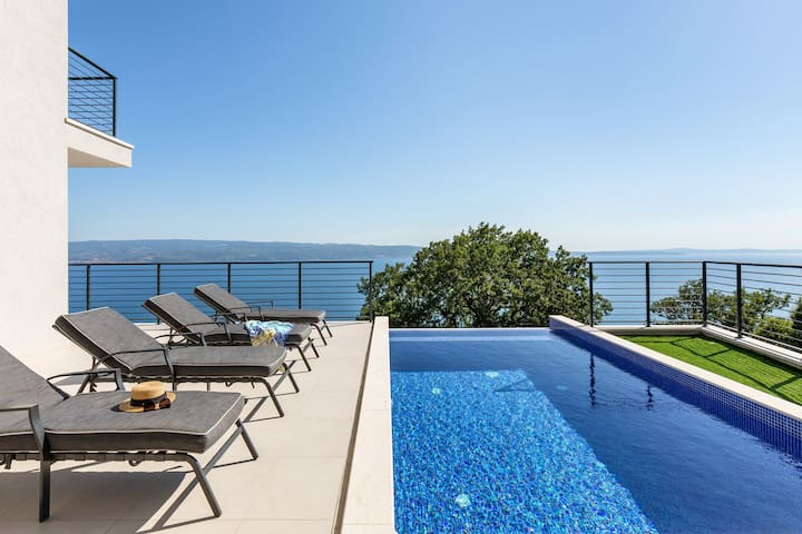 Luxury VILLA LIPA with heated pool, sauna, open sea views, 10 persons max