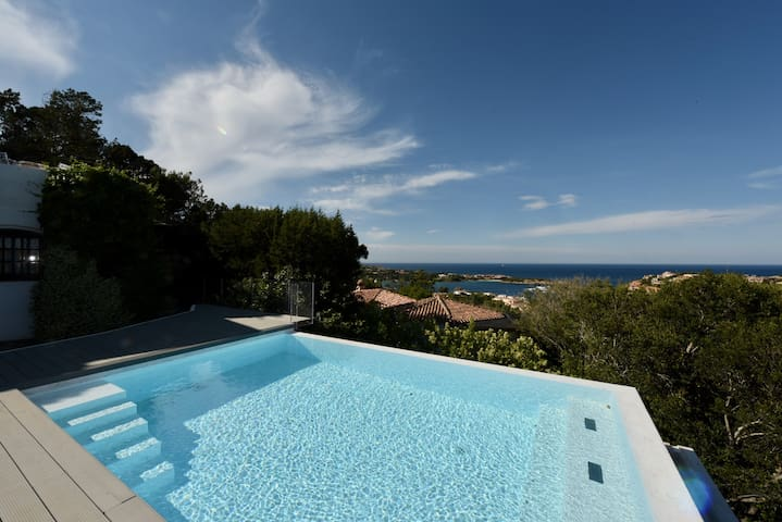 Beautiful Villa with private pool and Jacuzzi few steps from centre