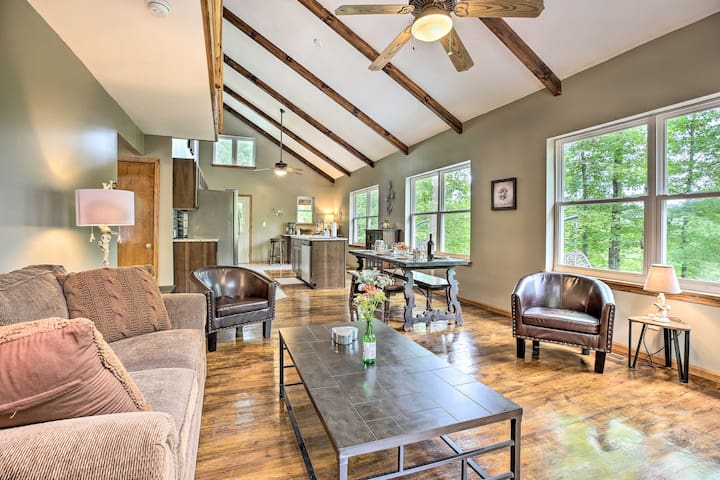 Rogers Cabin w/ Private Hot Tub & Movie Room!