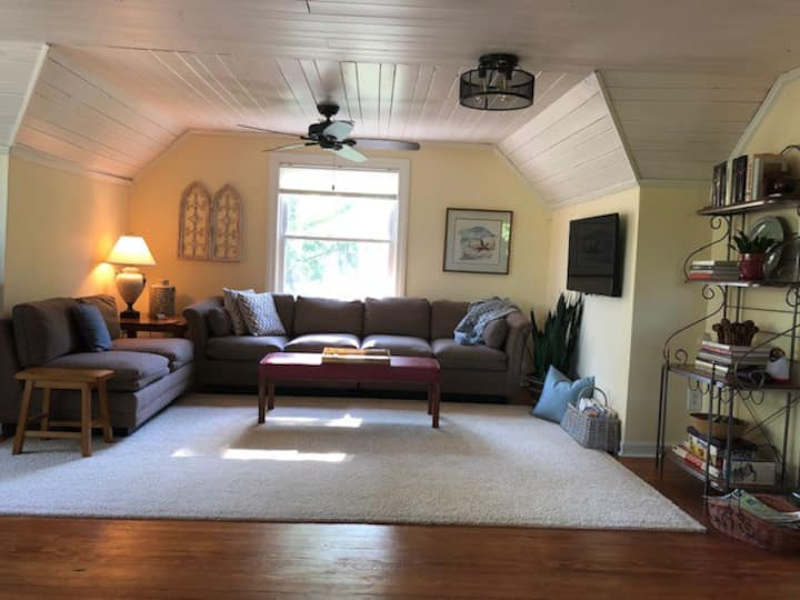Midtown, private, lake view, 72 hrs between guests