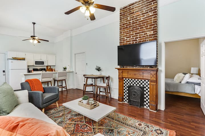 Cozy 2-Bedroom  House, 3 Blocks from Canal St.
