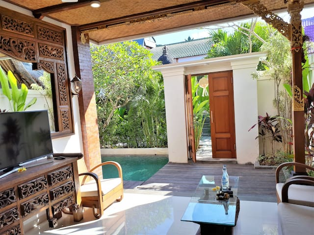 Villa with Private Pool, Prime location of Canggu