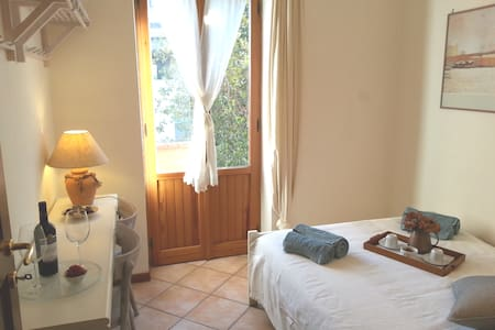 Camera in villa a Roma