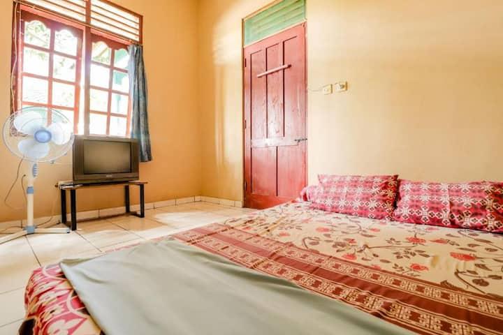Cozy Standard Room at Guesthouse Sadewa