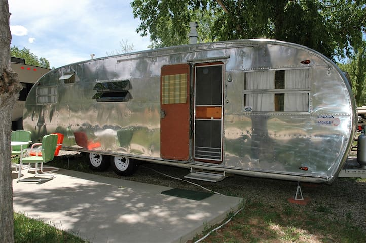 Vintage 1950 Spartan Travel Trailer - Dolores - Karavan