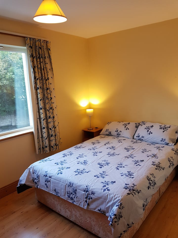 Double bedroom in the heart of Galway City.  No 2