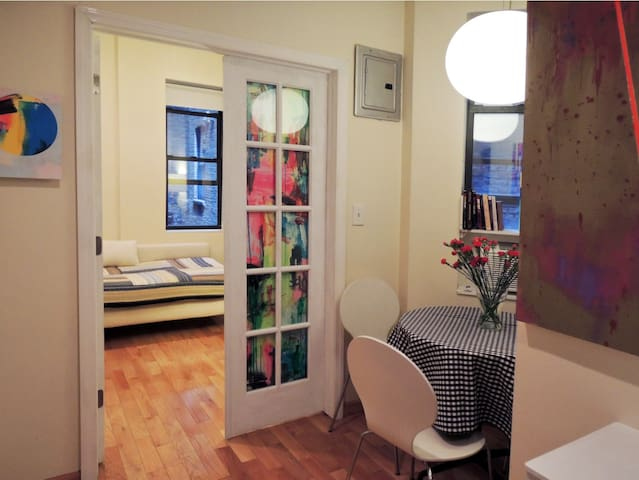 Private Room in Artsy Lower Manhattan Apartment