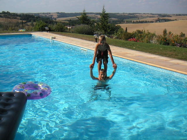 Large, rural gite peaceful, views and large pool.