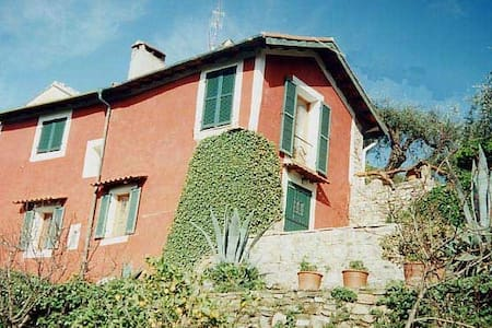 House with garden in medieval village near the sea - Talo