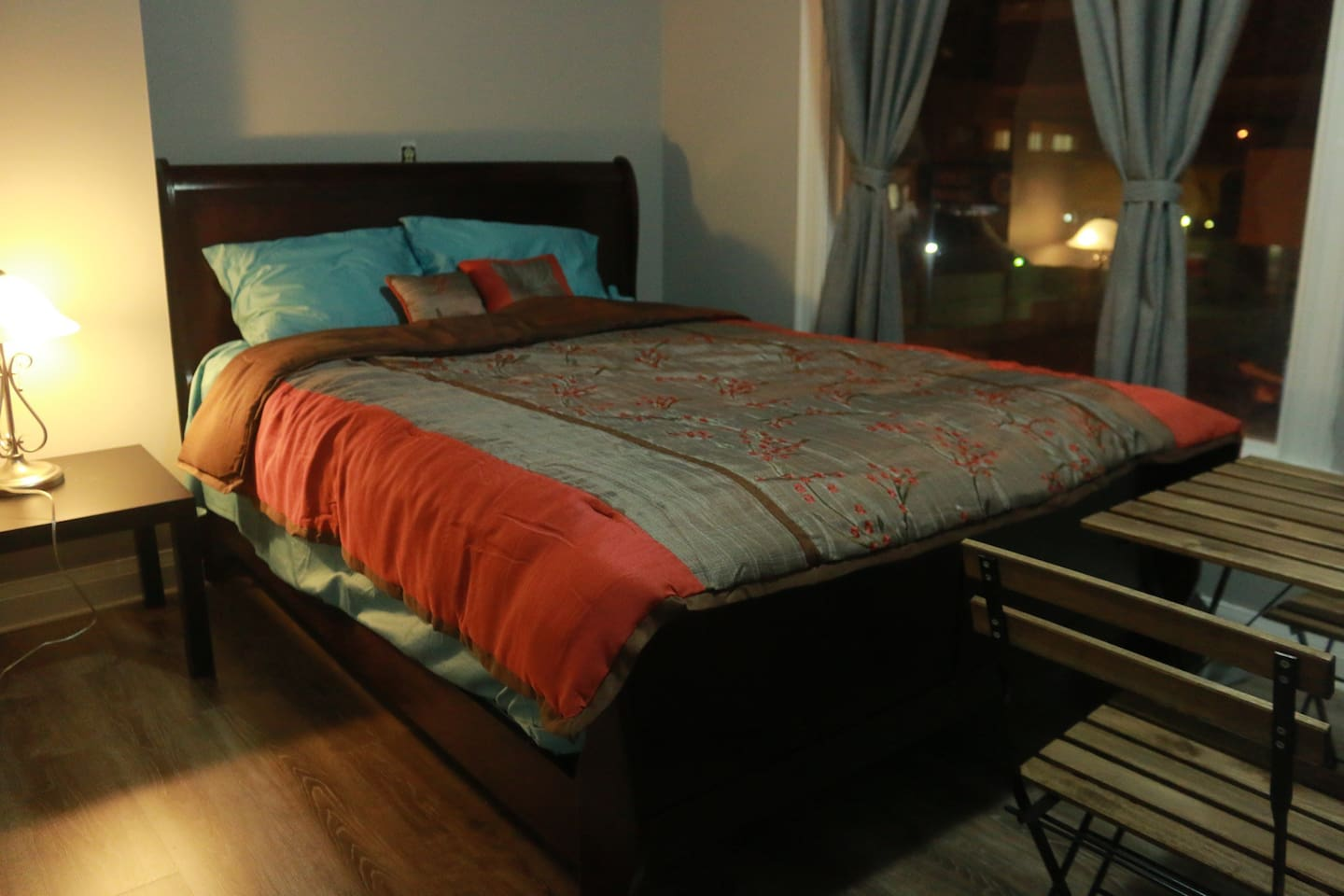 Newly renovated room with big closet and New Queen size bed