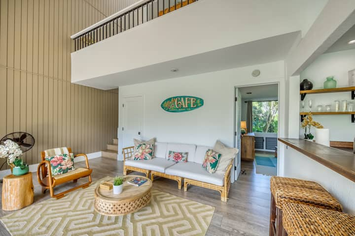 Family-friendly condo w/shared hot tub, outdoor pool, beach view, & free WiFi
