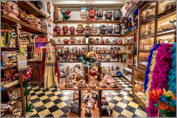 Century old shop: A walk through Barcelona of 100 years ago