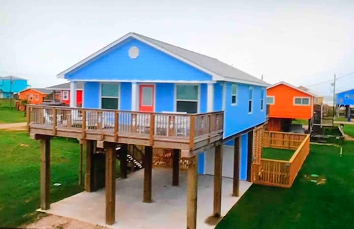 As Seen on HGTV!~Kid Friendly~Walk to Beach~3BR
