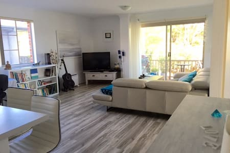 Groovy Manly Beach Unit to Rent   - Manly