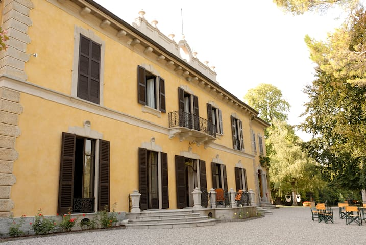 HISTORIC VILLA NORTH OF MILAN - Casatenovo - Huis