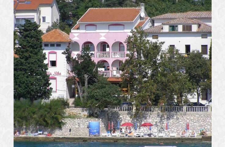 Villa Niko tik uz more!