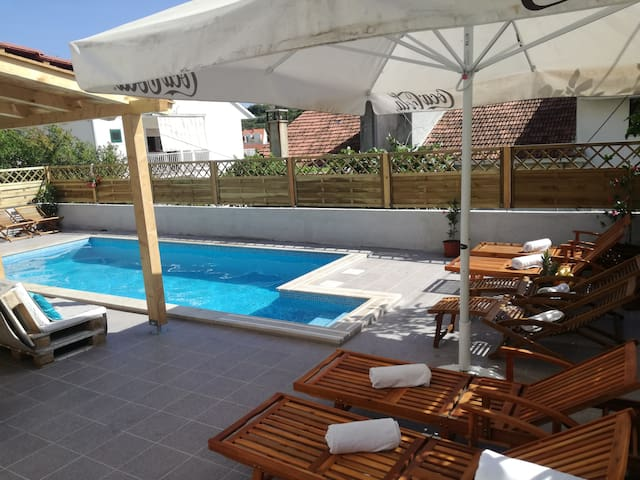 Sunny apartment for 6 with the extra big terrace