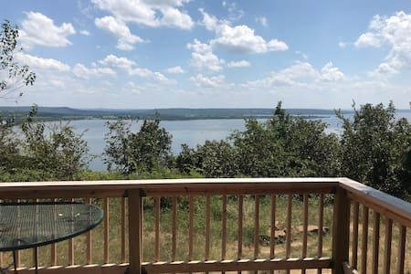 Cozy cabin with an amazing view of Lake Eufaula.