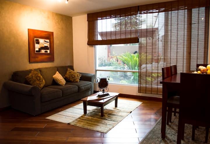 Cozy 1-bedroom flat close to Carolina Park