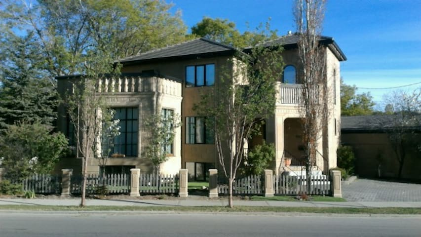 Private Room at Great Location! - Calgary - Haus