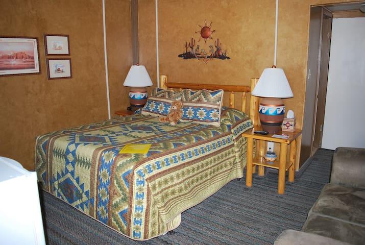 Cowboy Country Inn - Queen Room