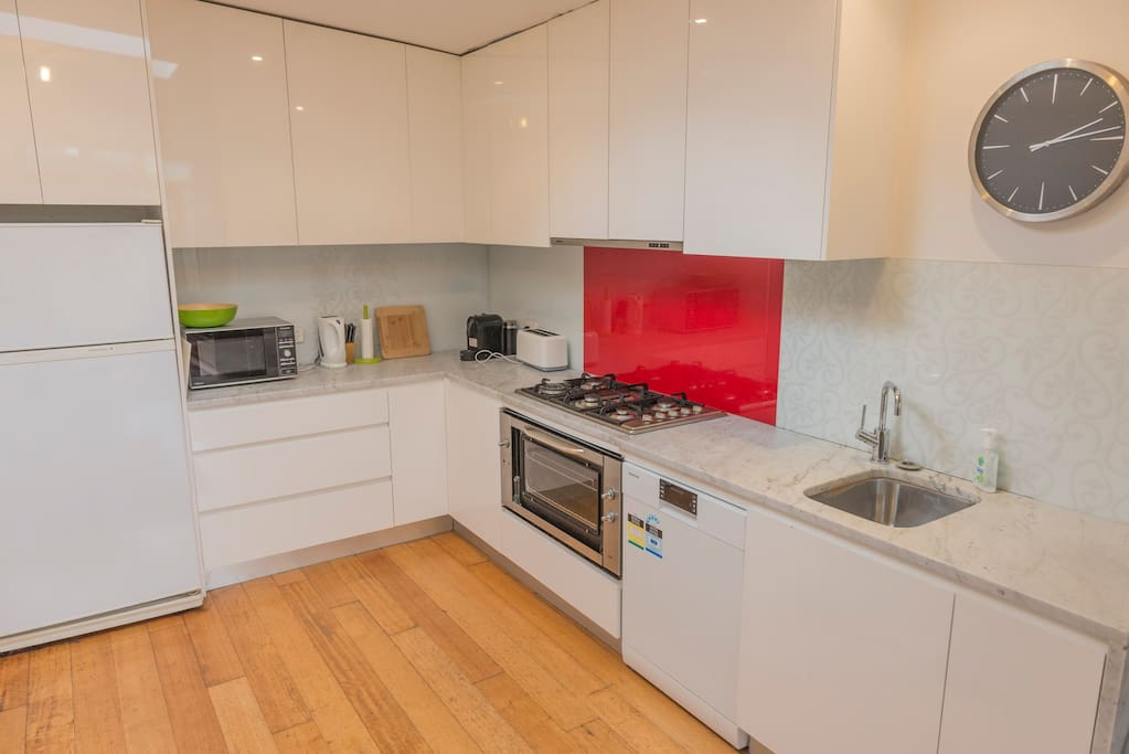 Fully equipped kitchen with fridge, microwave, toaster, kettle, coffee machine (capsule) and dishwasher. Cooking essentials are also provided for guests!
