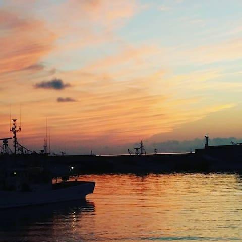 港の宿 和本/STAY&CAFÉ WAMOTO 夕日がきれいな漁港の宿