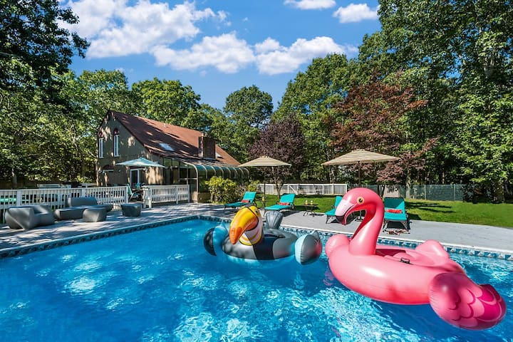 Gorgeous sunny 20x40 pool with pool toys. 8 feet deep. Great for families.