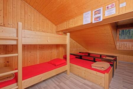 7 Bett Zimmer im Hostel Petit Vélan