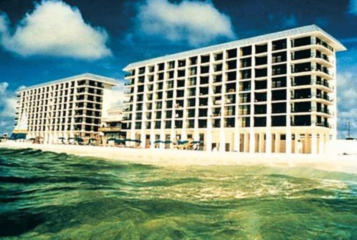 One Bedroom Ocean Front Condo, Panama City Beach (A754)
