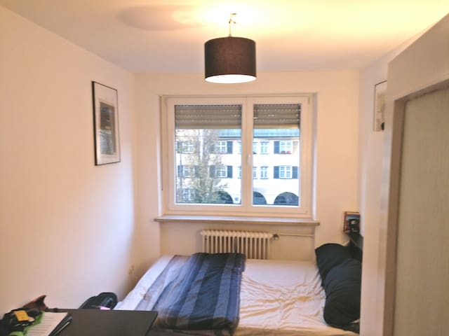 Cozy, modern apartment bedroom in central Munich - Munich