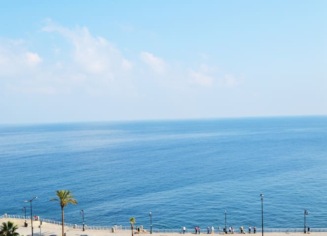 Entire Suite Apartment Facing the Sea next to AUB! - Beirut - 公寓