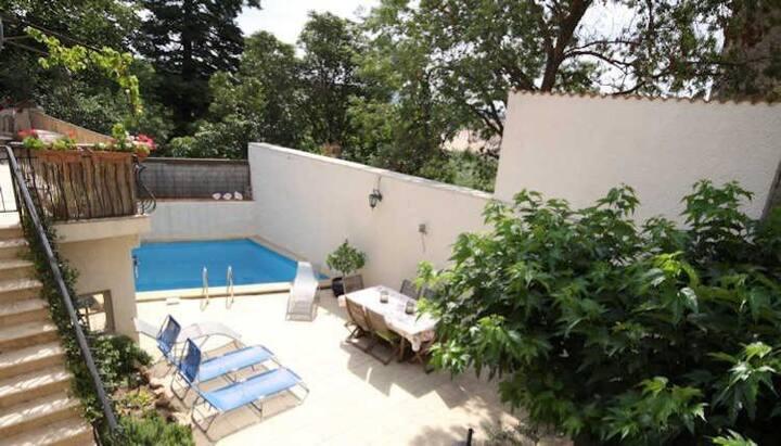Beautiful Gite with pool & Garden near Pezenas