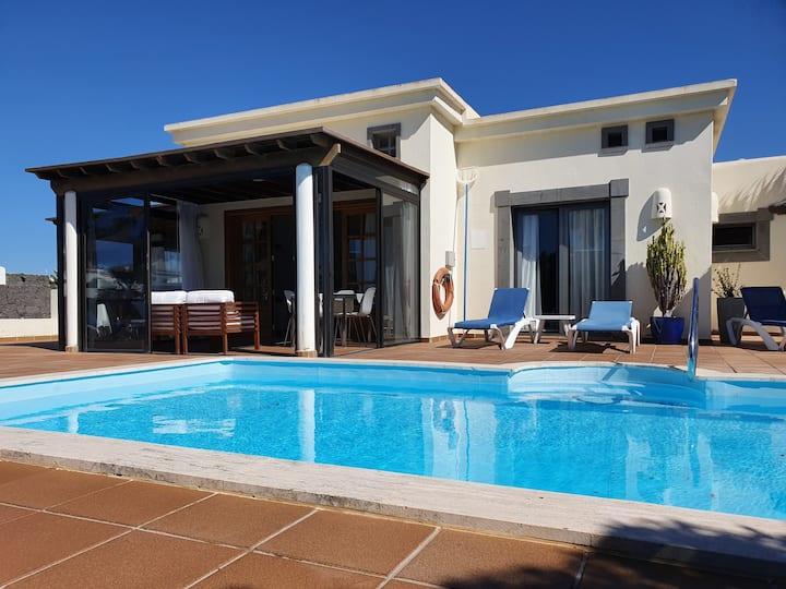 Flatguest Villa Carabela + Heated pool + BBQ + Relax