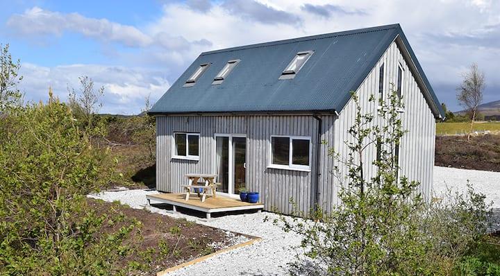 Tigh Eilidh (The Cabin on the Hill)
