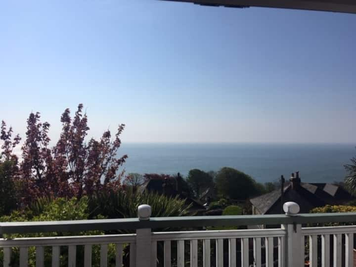 3 bed house with large balcony and sea views