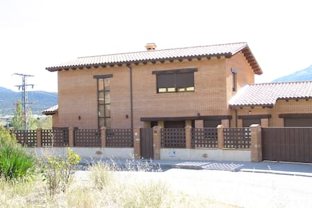 Maravillosa Casa en la Montaña - El Barco de Ávila - Hytte (i sveitsisk stil)
