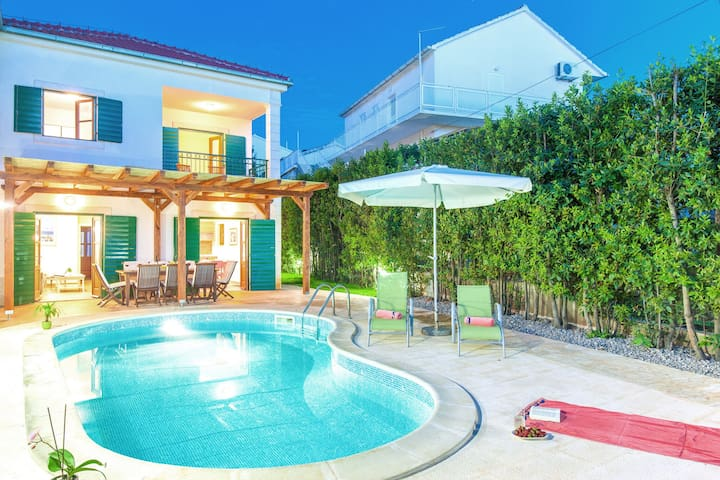 Charming villa with spacious rooms and private swimming pool in the lavender island of Hvar