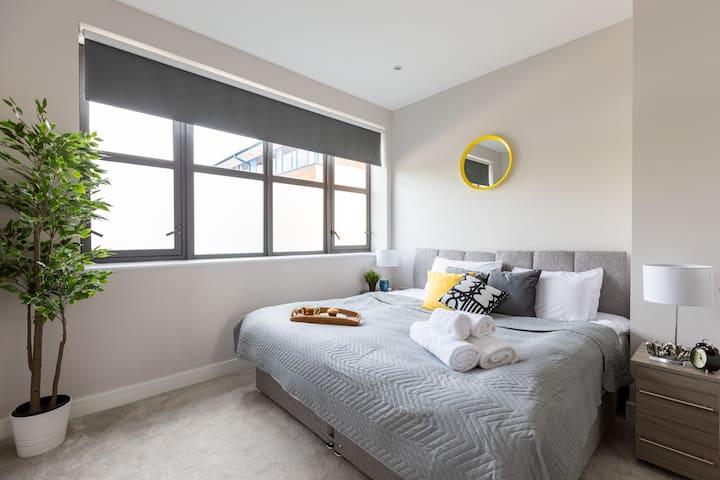 home.ly - Watford Superior Apartment (Warner Bros)