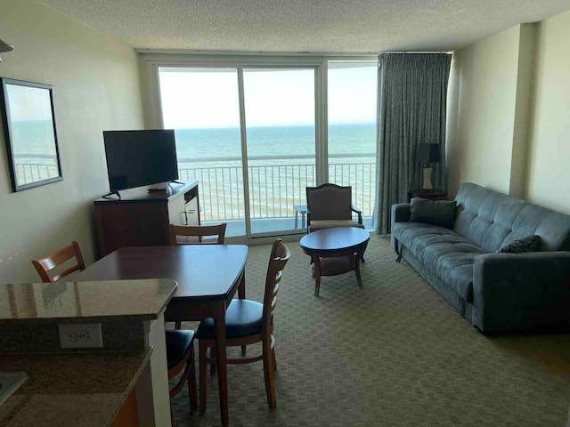 Beautiful 1 bdrm oceanfront condo near Broadwalk