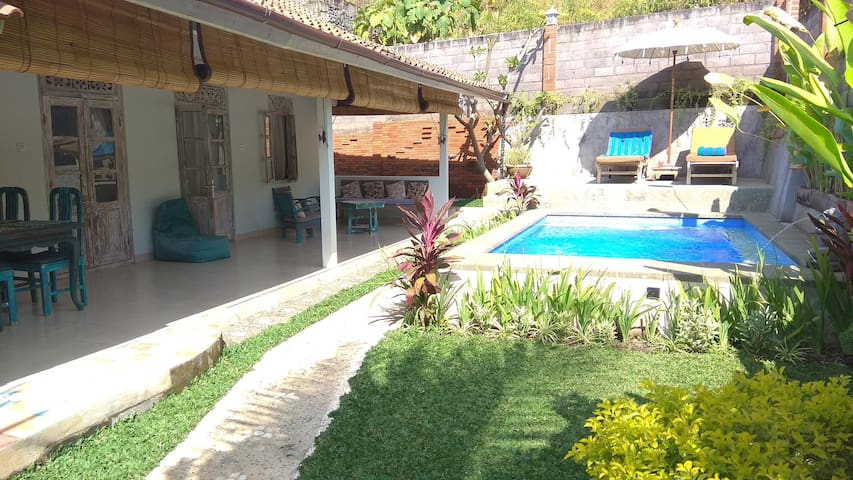Authentic Indonesian style Villa with pool@Lovina