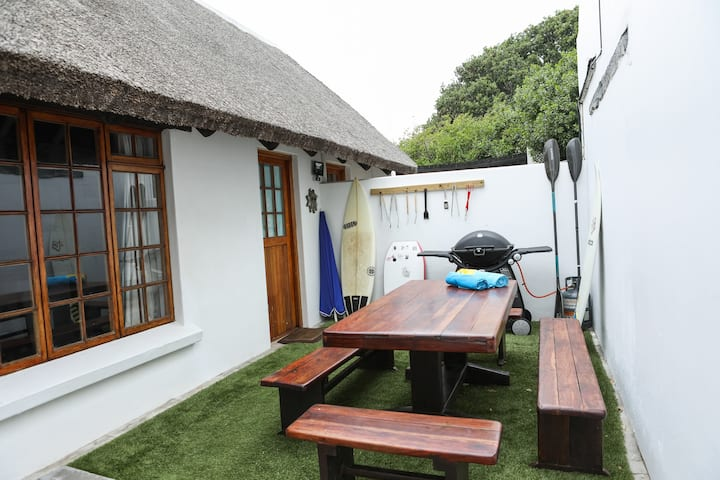 Milkwood Cottage - easy walk to beach & shops