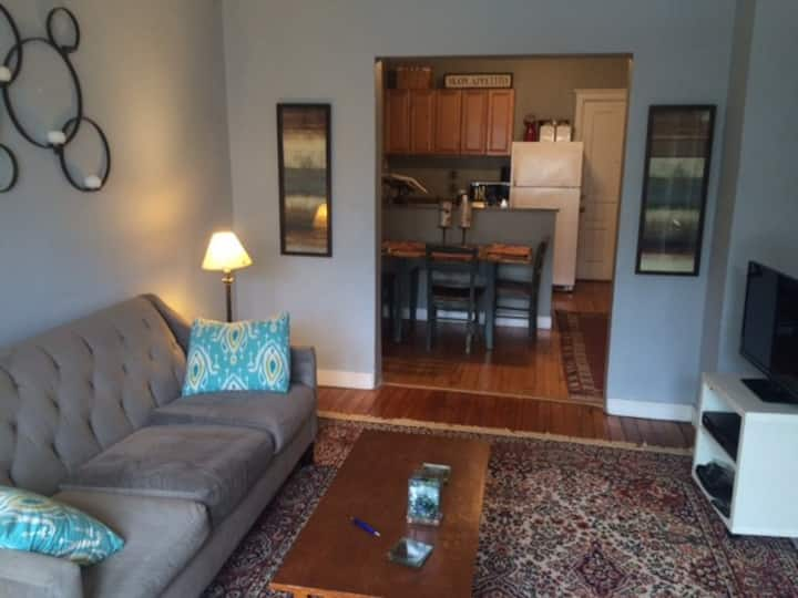 2 Bedroom in heart of Lakeview
