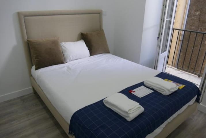 Ponto 25 de Abril- Double Room